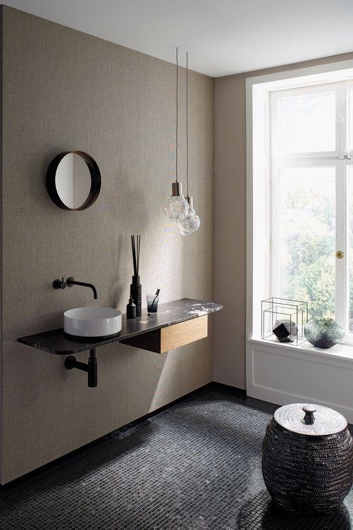 Une touche féminine et des lignes souples distinguent la salle de bains visiteurs ALTERNA UMA, dessinée par Iria Degen. La force du projet: intemporel, durable, modulaire et fonctionnel. Sanitas Troesch.