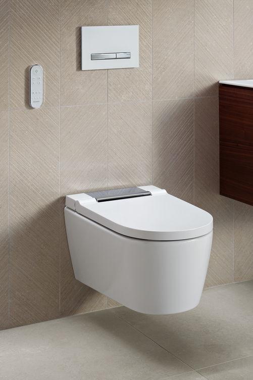 Design épuré et matériau très haut de gamme: le WC AQUACLEAN SELA est muni de fonctions extrêmement simples à commande intuitive, comme la technologie de douchette WhirlSpray brevetée, qui garantit un lavage très précis. Geberit.